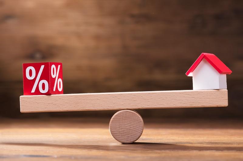 Változó kamatozású lakáshitel – miért kockázatos?